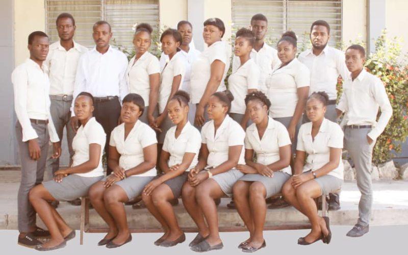 Gruppo di studenti iscritti ai corsi professionali a Cité Soleil