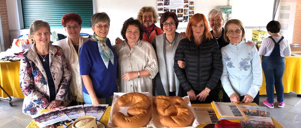 Foto di gruppo dei membri di Pane Condiviso